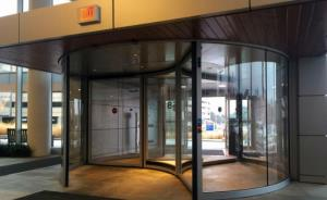Wisconsin hospitals use Boon Edam revolving doors in double entrance solution