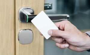 ASSA ABLOY Aperio H100 wireless access control technology inside a stylish door handle