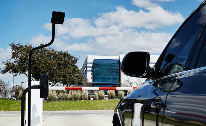 HID Global introduces long-range solutions for door access and hands-free parking/gate control