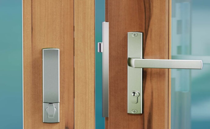 New locking handle enhances dual point lock on folding door hardware