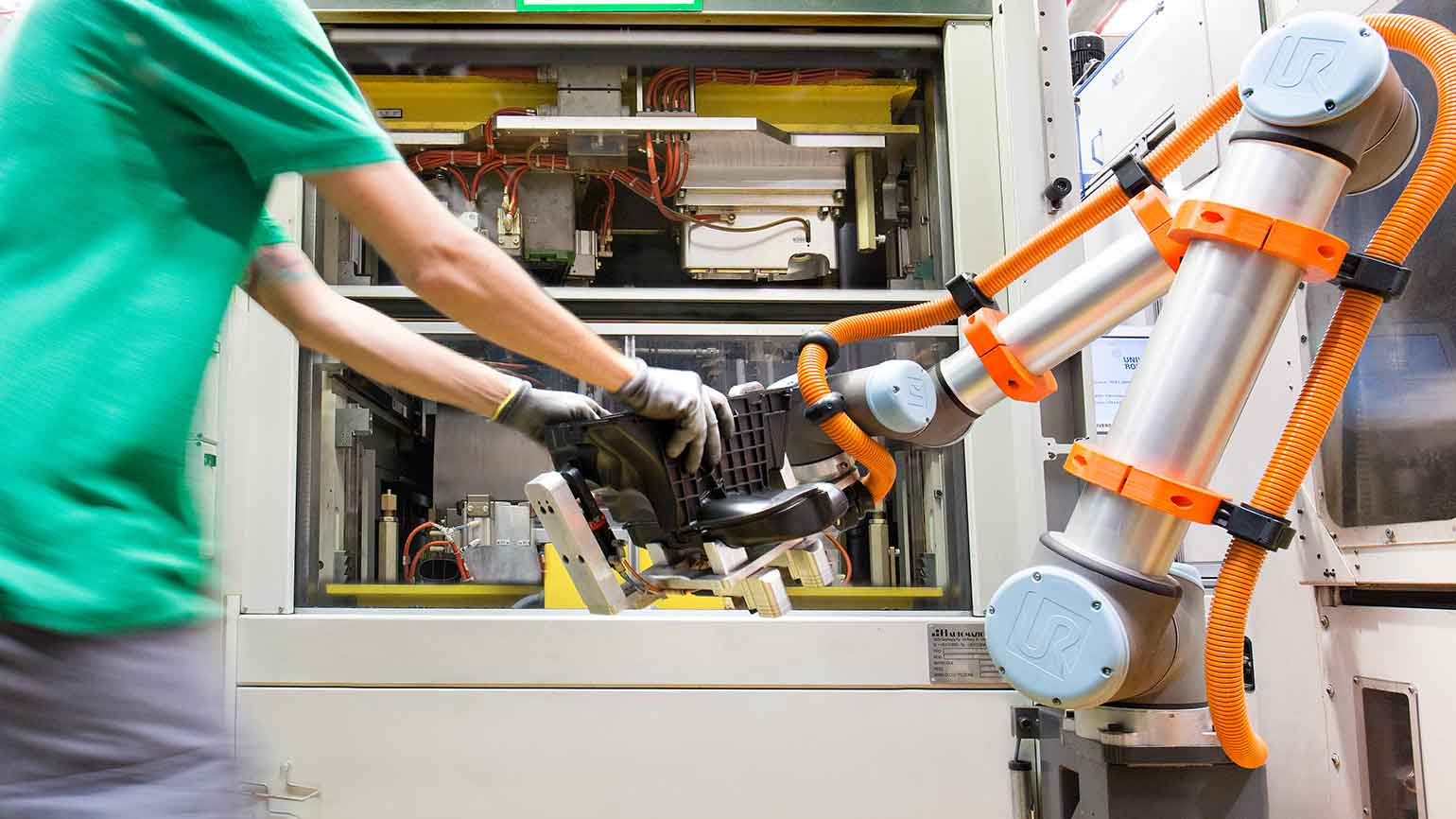 Safety sensors create harmonized workspaces for robots and humans