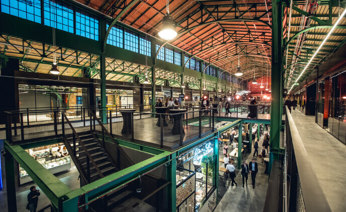 Bosch equips Warsaw food market hall Hala Koszyki with high-end security