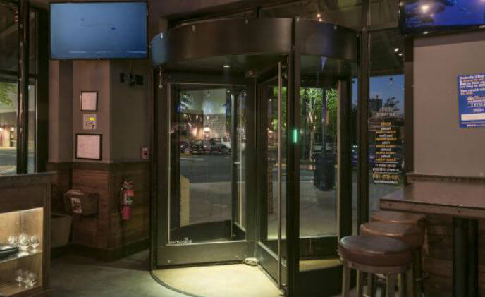 Crafthouse restaurants standardize on Boon Edam revolving doors for protection