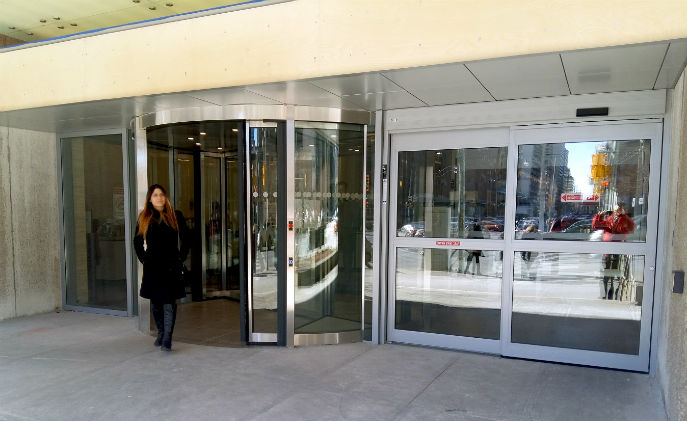 Mt. Sinai Hospital calms wind tunnel effect with Boon Edam revolving doors : wind door - pezcame.com