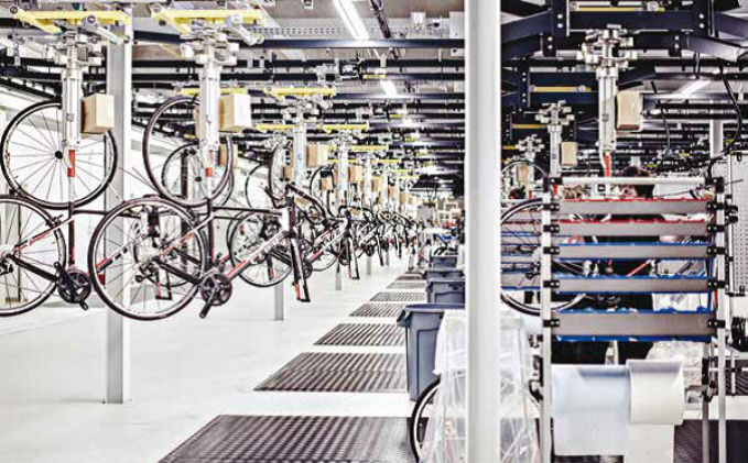 Bike manufacturer protects its new logistics center with Axis network cameras