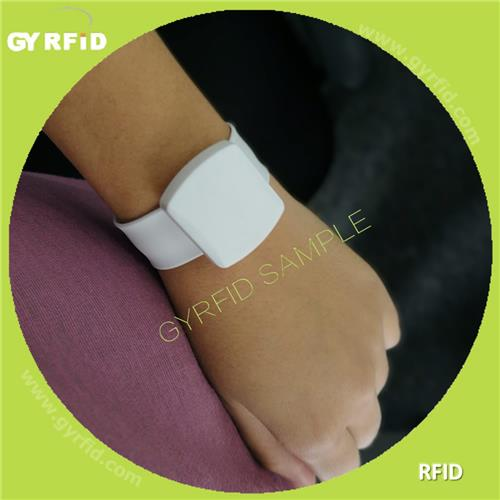 UHF Long range Wristband reach up to 5meter range