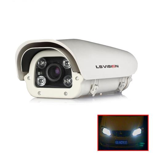 LS VISION Parking lot entrance license plate camera with the LEDs turn on when cars come